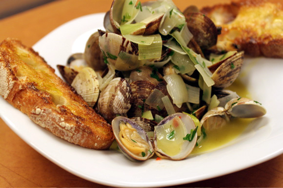 Get the Brodetto di Vongole e Porri Recipe!