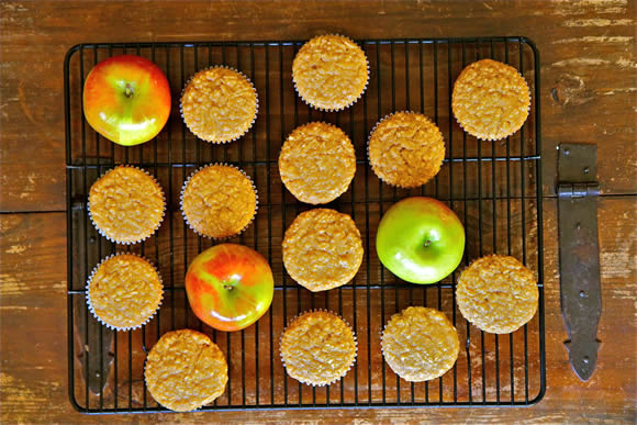 Get the Oatmeal Apple Muffins Recipe